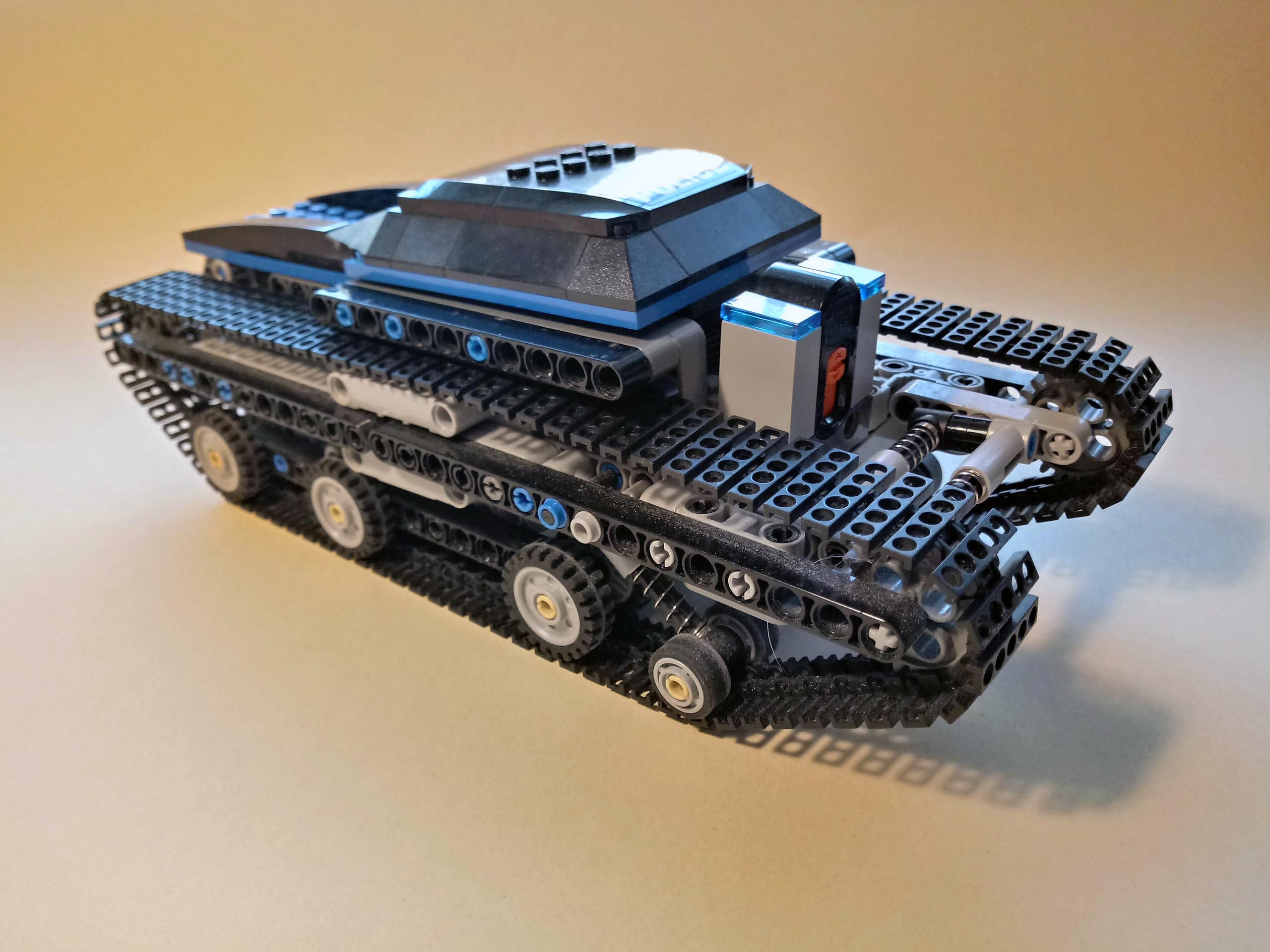 17500_Blue_Tank_Chassis_RC